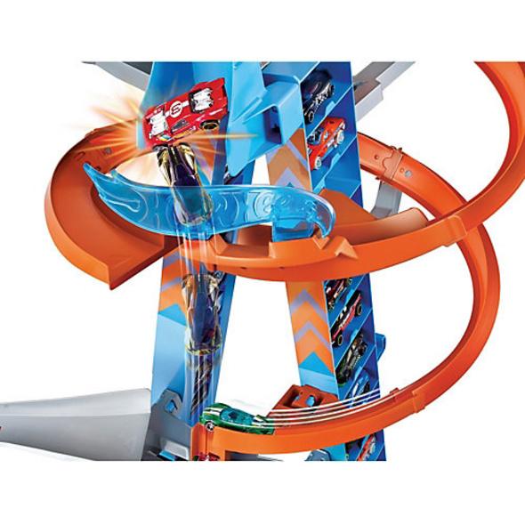 Hot Wheels Himmelscrash-Turm inkl. 1 Spielzeugauto, motorisierte Autorennbahn